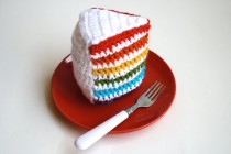 crochet rainbow cake 3