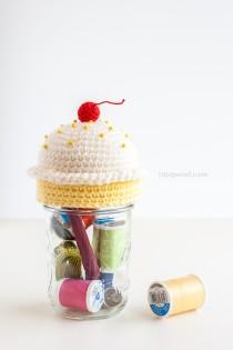 cupcake_pincushion_sewing_kit-1