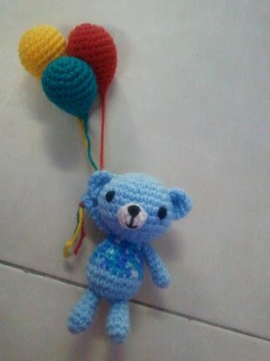 Gratis haakpatroon beertje met ballonnen freubelweb for Ballonnen decoratie zelf maken