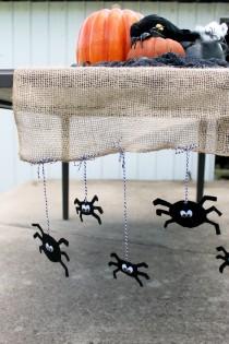 halloween tafelloper met spinnen